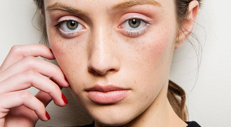 Как сделать макияж на веснушки 165